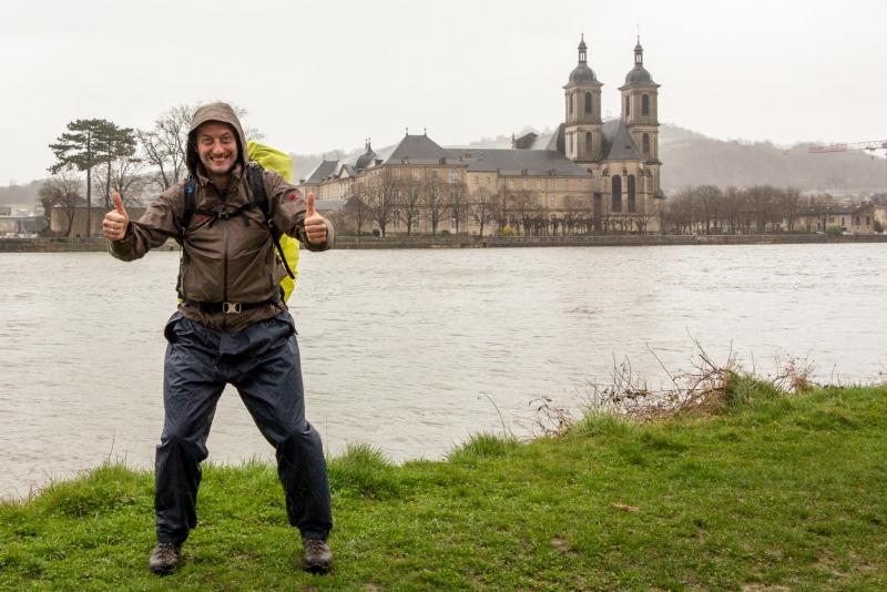 Strömender Regen und heftige Winböen. Aber die Stadt hat bestimmt ein lauschiges Plätzchen für uns...