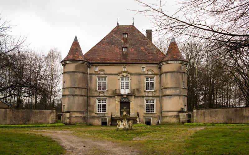 Das Schloß von Sandaucourt. Der Schloßherr kommt erst im Sommer und von seinen Gefährten ist auch nichts zu sehen.
