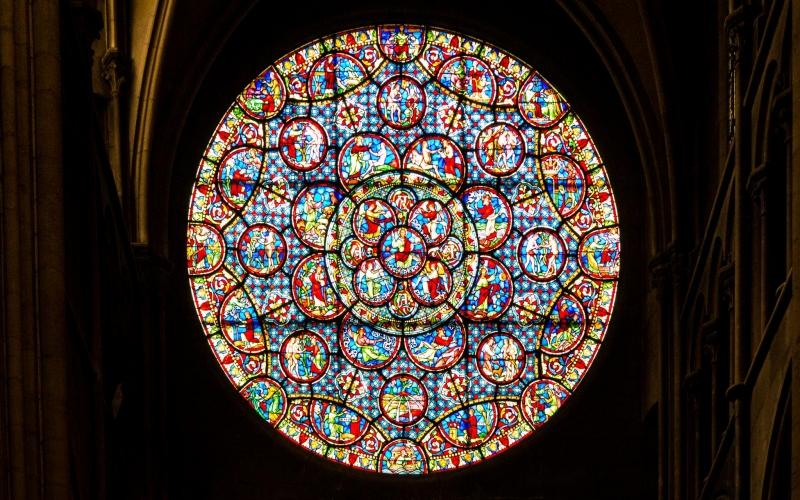 Und auch die Mandala-artigen Fenster haben es gut durch die Zeit geschafft!