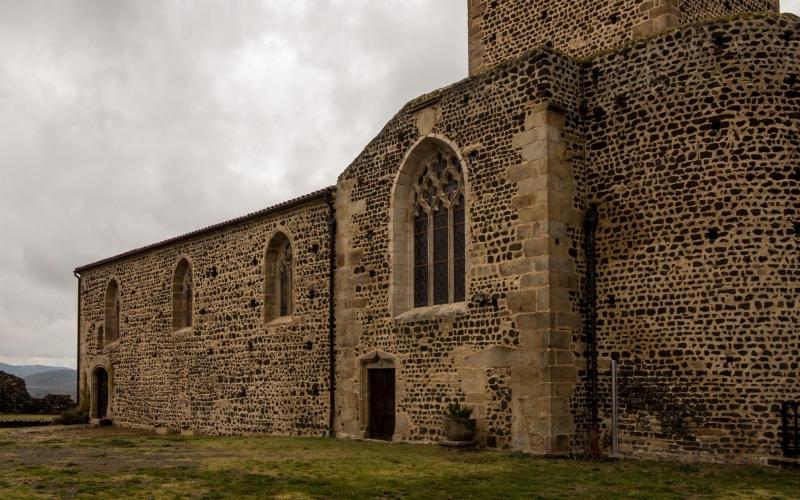 Gegen die Zeit: Kirche in Montverdun.