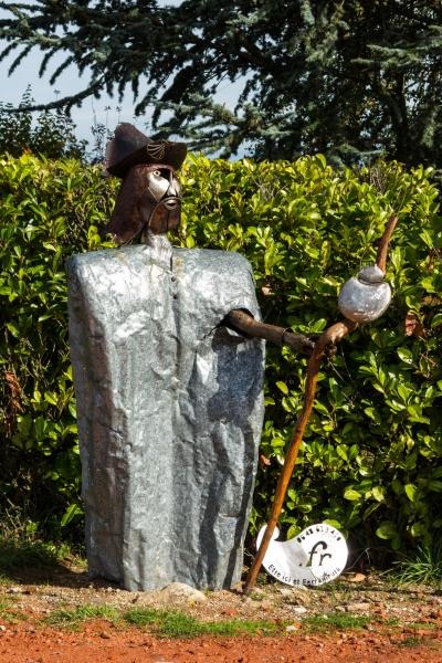Grüßt schon von Weitem: Jakobs-Skulptur in Rochevoux