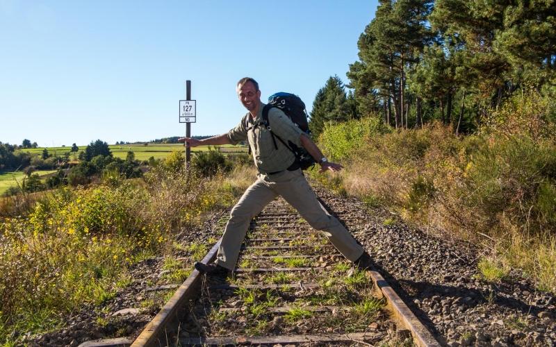 Stillgelegte (?) Bahnlinie in der Nähe von Ocerolles