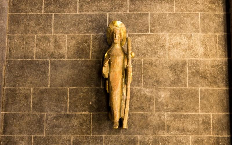 Kathedrale von Le Puy: Schon unter den ersten Arkaden wartet Jakobus
