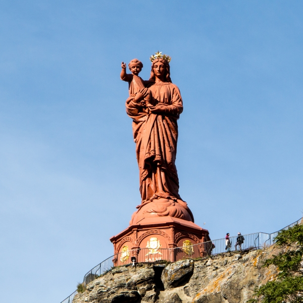 Die Madonna mit Kind wacht über Le Puy. Eine gute Verwendung für erbeutete Kanonen!