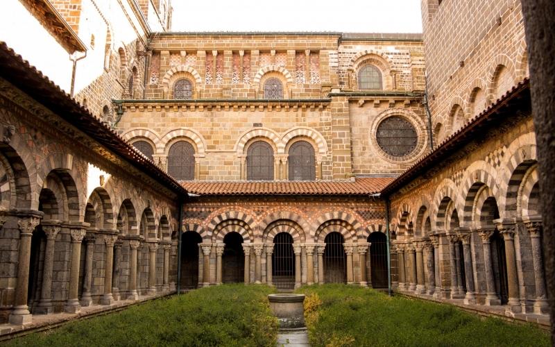 Kreuzgang des Klosters in Le Puy: Einstmals eines der Zentren christlichen Denkens.