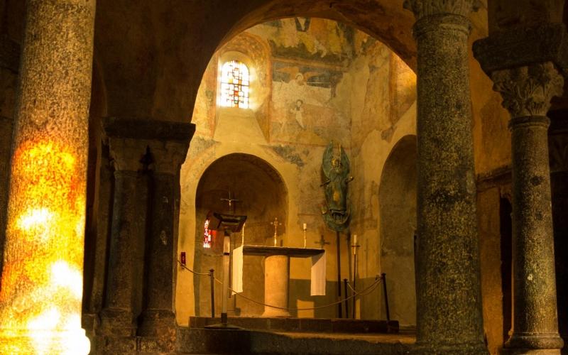 Saint Michel: Der Innenraum hat eine etwas eigenwillige Geometrie. Aber die Natur baut eben nicht rechtwinklig!
