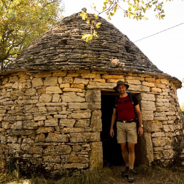 Gut erhaltene Schutzhütte. Die wird offensichtlich auch gelegentlich von Pilgern zum Übernachten genutzt.