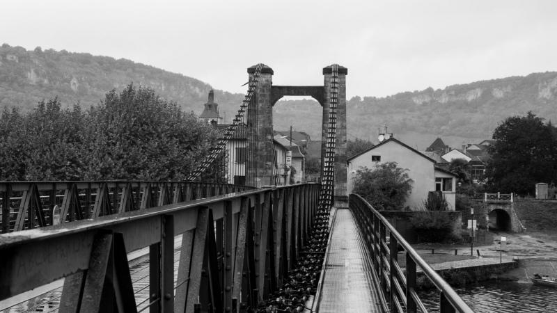 Blick über die Brücke Richtung Ort