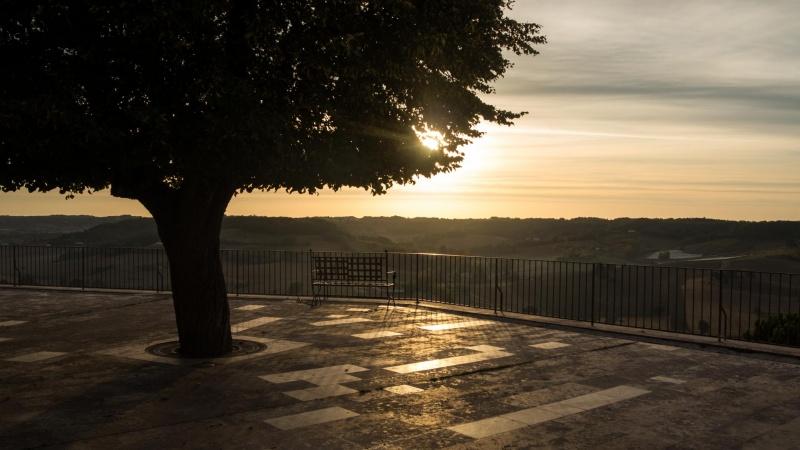 Etwas steril: Panorama-Terrasse am Morgen.