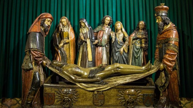 Interessant hier: Die Liebe zum plastischen Detail. Wenngleich auch Kleidung des 15. Jahrhunderts abgebildet wird...