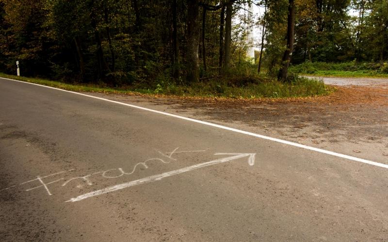 Es fehlt noch der Zebrastreifen. Bei der Verkehrsdichte hier ist der aber verzichtbar.