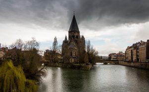 Jakobsweg Metz Moselinsel mit Temple Neuf