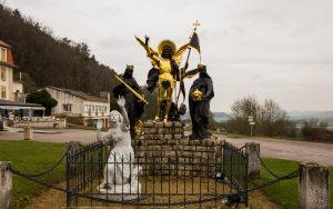 Jakobsweg basilique du Bois Chenu Statue Jeanne d'Arc
