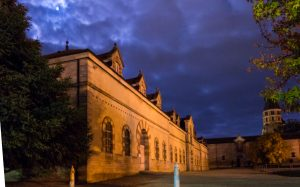 Jakobsweg Cluny Abtei bei Nacht