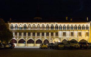 Jakobsweg Cluny Fassade Abtei bei Nacht