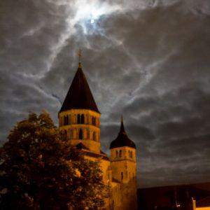 Jakobsweg Cluny Kirchturm bei Nacht