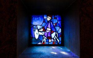 Jakobsweg Taize Fenster Blau