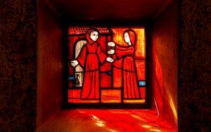 Jakobsweg Taize Fenster Engel und Maria