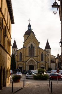 Jakobsweg Charlieu Kirche Fassade