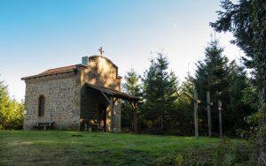 Jakobsweg Kalvarienberg-Kapelle in der Nähe von Arcinges