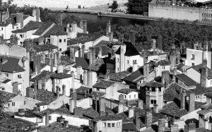 Jakobsweg Lyon Altstadt Kamine schwarz weiß