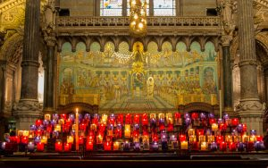 Jakobsweg Lyon Basilika Opferkerzen
