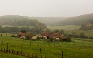 Jakobsweg Ferme d' Acquenove im Regen