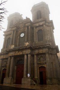 Jakobsweg Langres Kirche im Regen