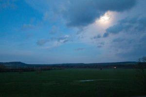 Jakobsweg Montbras Blick auf die Maas-Auen bei Nacht