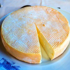 Jakobsweg Montbras Schloß Käse schließt den Magen