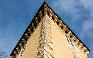 Jakobsweg Montbras Schloß Turm gegen Himmel