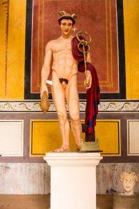 Jakobsweg Tawern Merkur Tempel Statue
