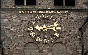 Jakobsweg Trier Dom Uhr Detail