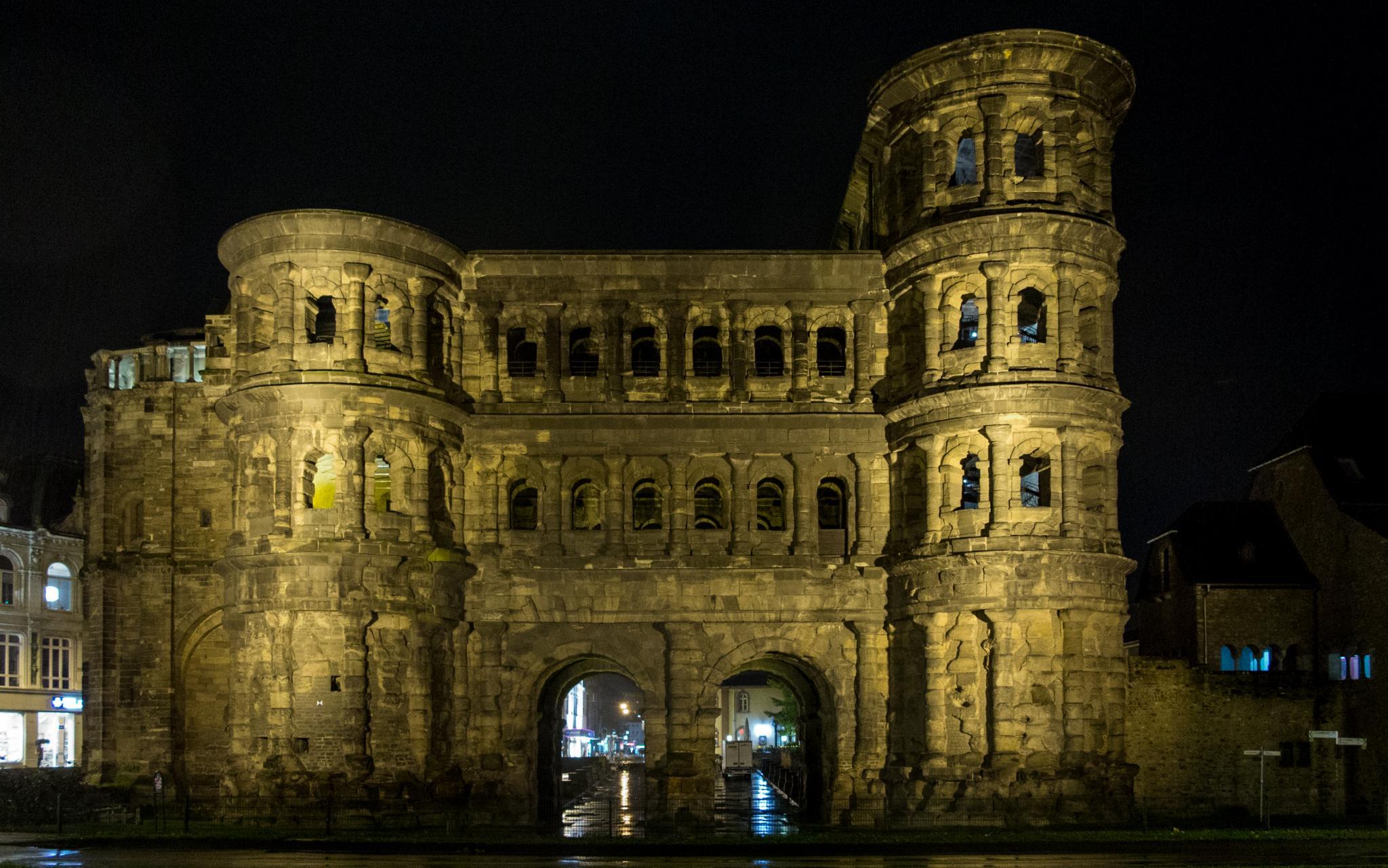 Jakobsweg Trier: Porta Nigra bei Nacht