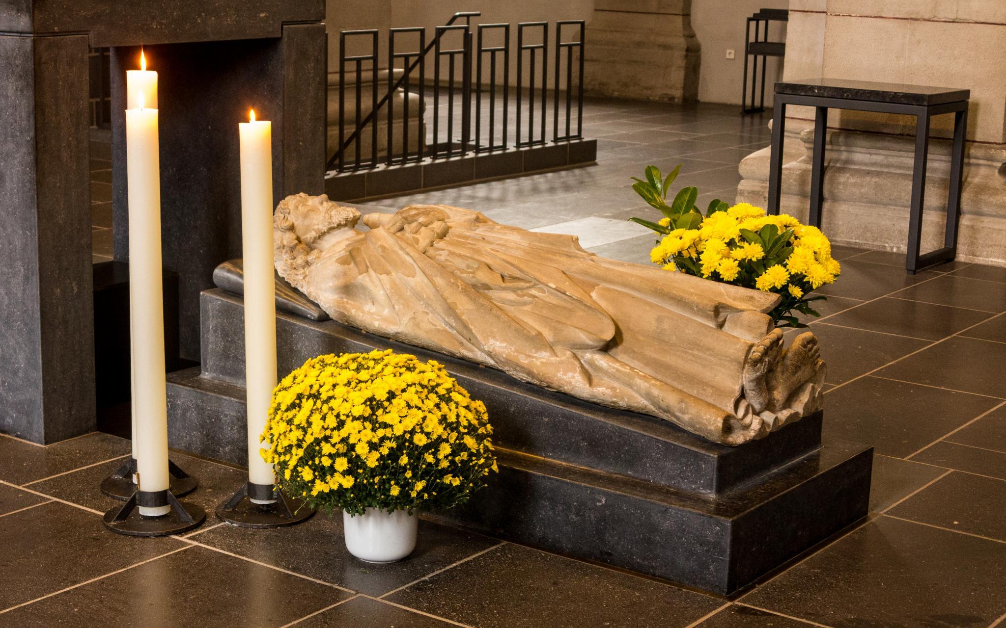 Jakobsweg Trier: St. Matthias Altar Statue
