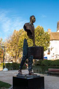 Jakobsweg Beaune geteilte Skulptur