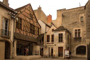 Jakobsweg Dijon Fachwerk-Ecke
