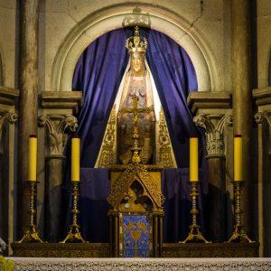 Jakobsweg Dijon Marienstatue in Notre Dame