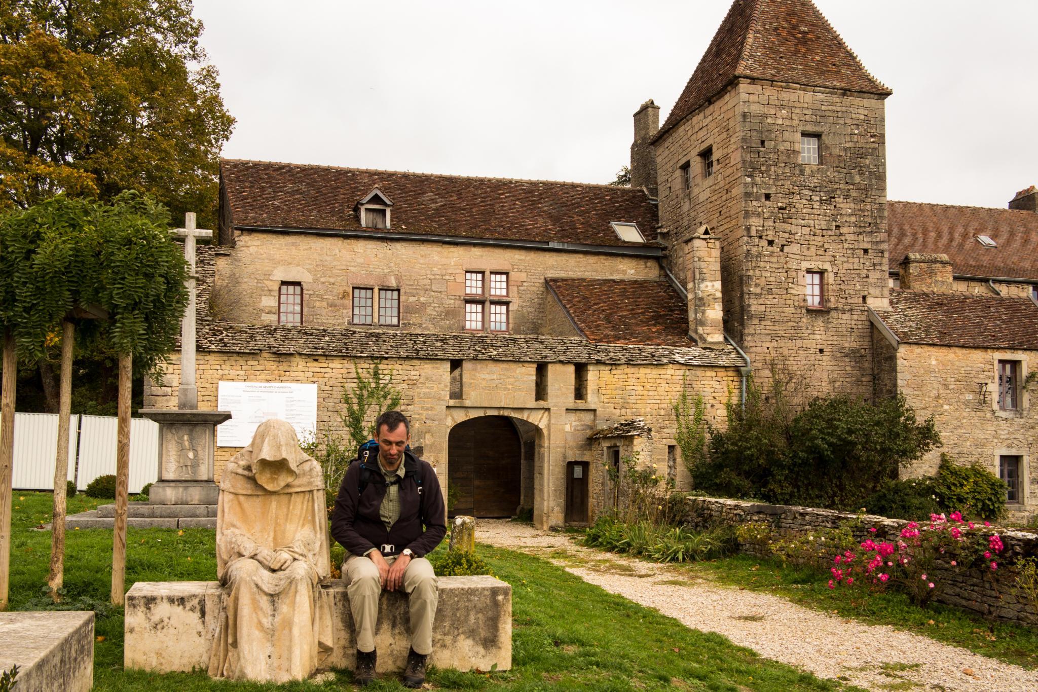 Jakobsweg Gevrey Chambertin Schloß Statue Frank Stückradt
