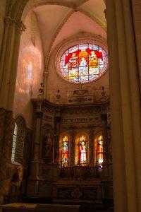Jakobsweg Vosne Romanee Kirchenfenster Apsis mit Sonne