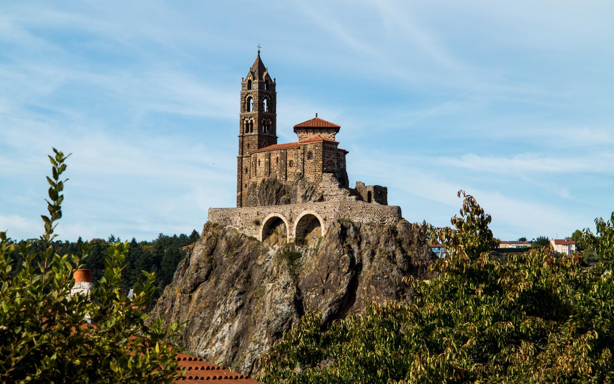 Jakobsweg Le Puy-en-Velay Kirche Saint Michel auf Augenhöhe