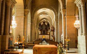 Jakobsweg Le Puy-en-Velay Kathedrale Blick durchs Hauptschiff