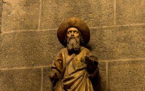Jakobsweg Le Puy-en-Velay Kathedrale Jakobsstatue
