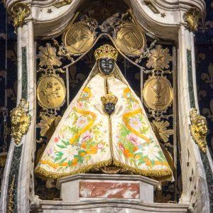 Jakobsweg Le Puy-en-Velay Kathedrale schwarze Madonna mit Kind