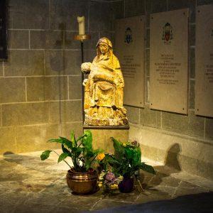 Jakobsweg Le Puy-en-Velay Kathedrale Statue am Fieberstein