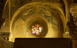 Jakobsweg Le Puy-en-Velay Kirche Saint Michel Fenster über dem Eingang