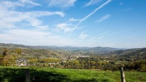 Jakobsweg Panorama über das Lot-Tal Richtung Aubrac
