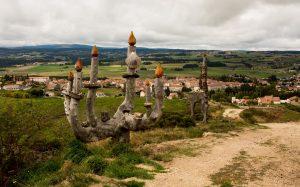 Jakobsweg Skulpturen vor Saugues