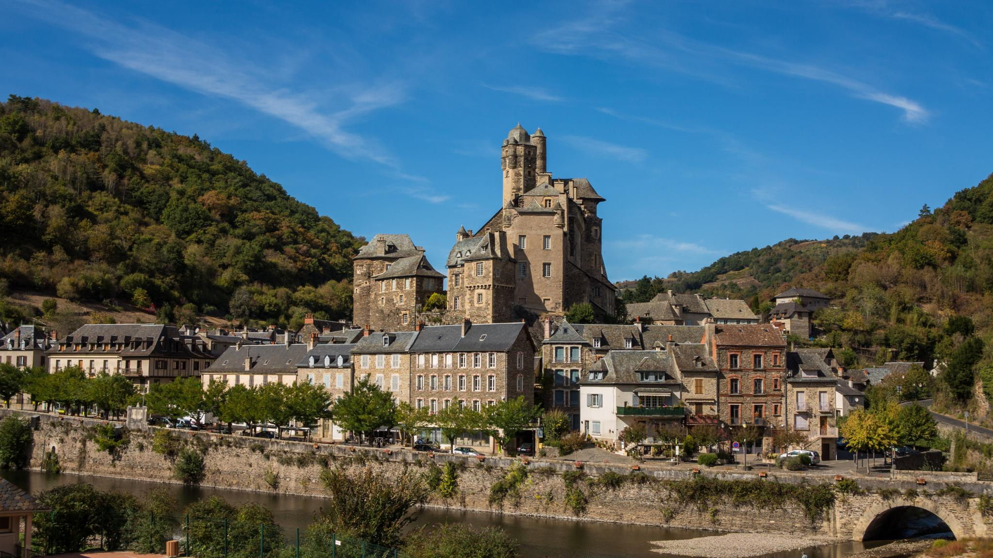 Jakobsweg Estaing Panorama mit Burg