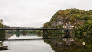 Jakobsweg Cajarc Brücke am Morgen Totale